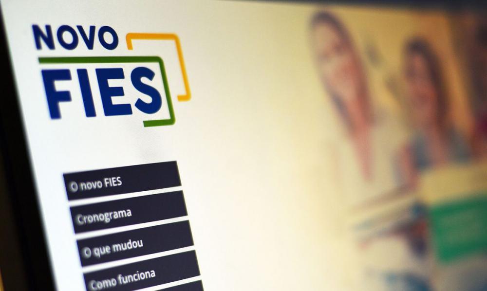 Os alunos pré-selecionados em chamada única deverão complementar as informações da inscrição no FiesSeleção para contratação do financiamento. Foto: Marcello Casal Jr./Agência Brasil