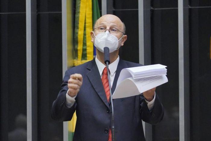 Bohn Gass discursou no Plenário sobre as prioridades do partido - (Foto: Pablo Valadares/Câmara dos Deputados)