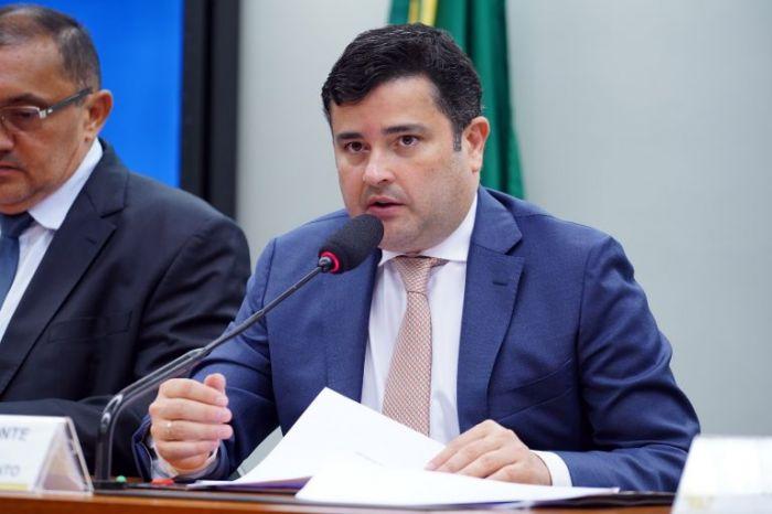 """Eduardo da Fonte: """"Em razão das medidas de prevenção e isolamento, muitos tiveram a renda prejudicada"""" - (Foto: Pablo Valadares/Câmara dos Deputados)"""