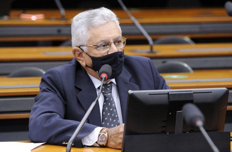 O relator, Bosco Costa, estendeu a isenção aos motoristas de caminhão e van com mais de 50 anos - (Foto: Gustavo Sales/Câmara dos Deputados)