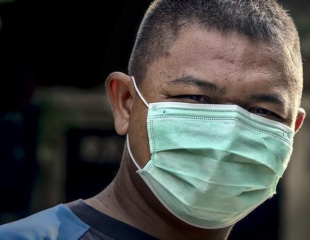 Máscara evita que vacinados transmitam doença para quem não foi imunizado - (Foto: Pixabay)