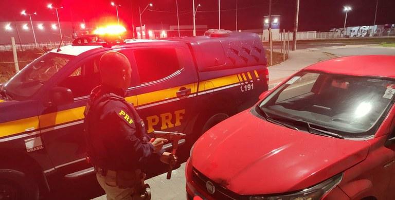 Os agentes conseguiram deter, dois dos quatros ocupantes do carro.